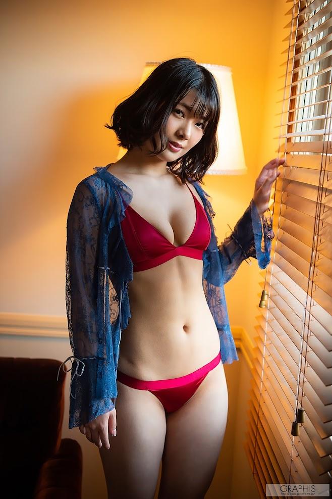 [Graphis] Hinata Koizumi - First Gravure