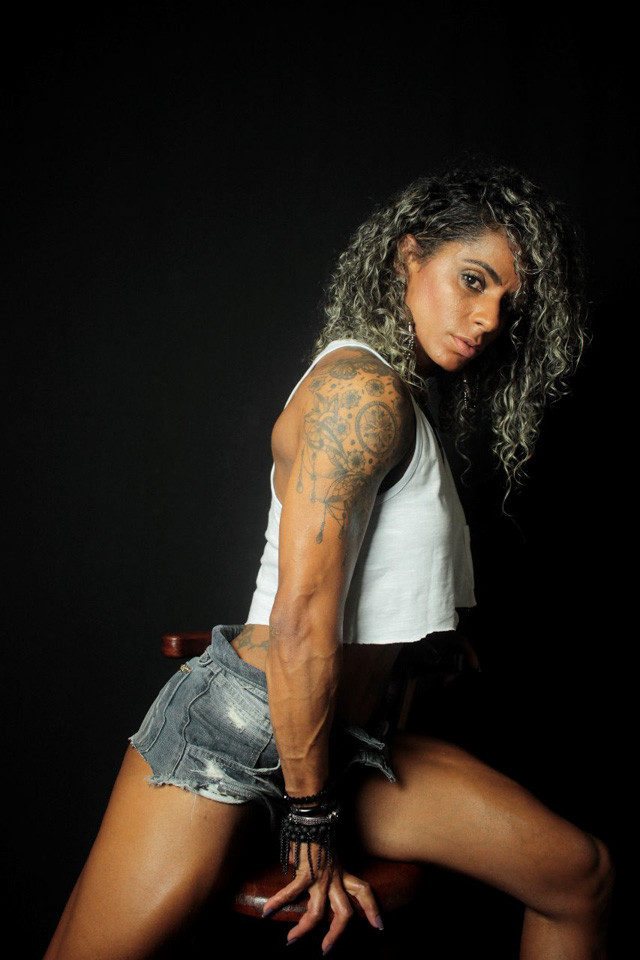 Atleta Wellness Juliana Roberta mostra a boa forma em ensaio. Foto: Victor Catinin