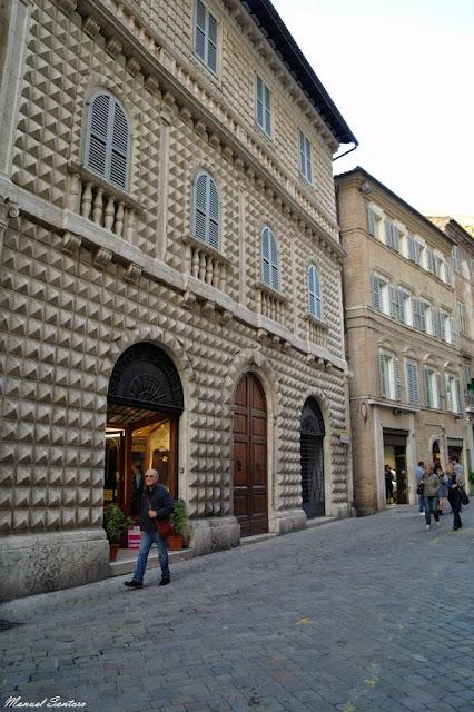 Macerata, Palazzo dei Diamanti