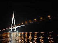 Puente de Can Tho de noche (Vietnam)