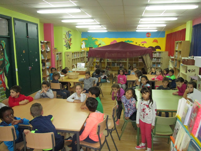 http://bibliotecadochouzo.blogspot.com.es/2016/10/o-alumnado-de-1-visita-biblioteca.html