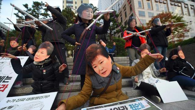 Protesta en Seúl a favor de la dimisión de Park por corrupción