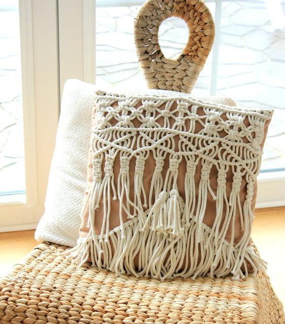 Dekoracje Boho kremowe ecru, dekoracje ze sznurka bawełnianego. poduszka makramowa, poszewka makramowa, poduszka ze sznurka, dywanik ze sznurka, dywanik na szydełku 3d. carpet pillow macrame cord, dekoracje boho bohodecor, boho interior