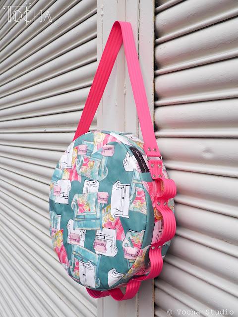 kanapy, sofa, Round bag, shoulder bag, pink, fascinator, Justyna Anna Smółka, art textiles, textile design, seatbelt tape, Washpapa, UV print, paper fashion,