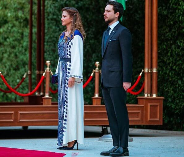 Queen Rania outfit, Stone Fine Jewelry Edge multi-triangle necklace, Ryan Storer earrings, L'Afshar Marble clutch