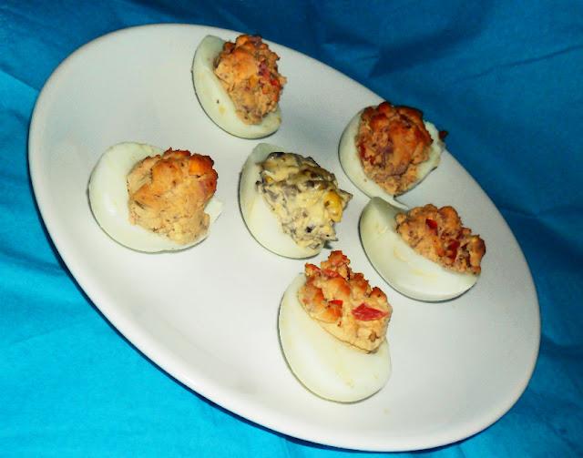 Przekąski na imprezę, przystawki, zakąski na zimno, proste przystawki, jaja faszerowane, caprese, roladki z szynki, mini tortille