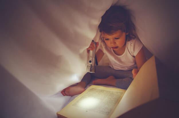 Kötü Işıkta Kitap Okumak Miyop Yapar
