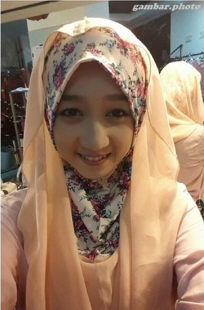 Achan memakai Jilbab