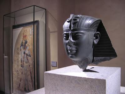 Sección egipcia del Neues Museum, Museo Nuevo, Berlín, Alemania, round the world, La vuelta al mundo de Asun y Ricardo, mundoporlibre.com