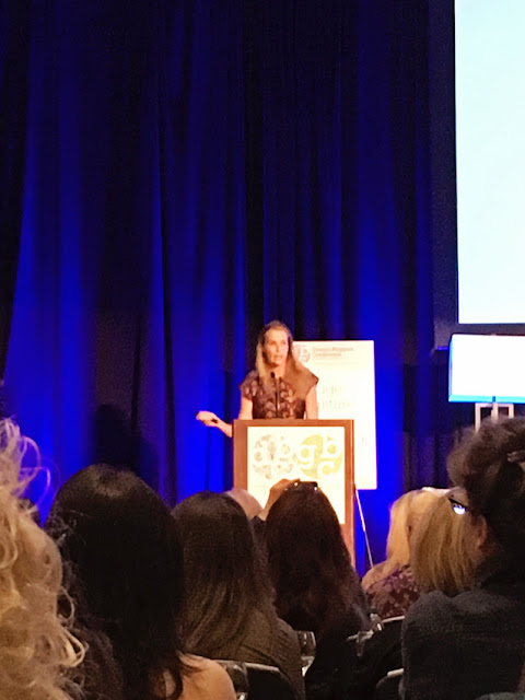 India Hicks speaking at the design bloggers conference
