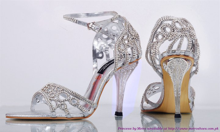 Wedding Heels With Rhinestones: In Style Party Favors: BEST SUMMER WEDDING SHOES