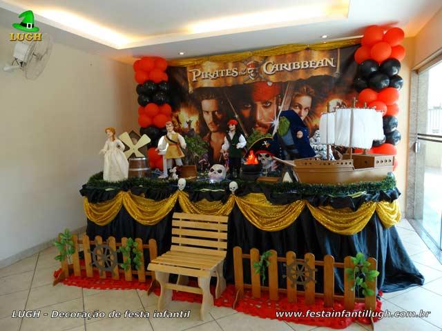 Decoração de festa tema Piratas do Caribe - Mesa luxo de tecido