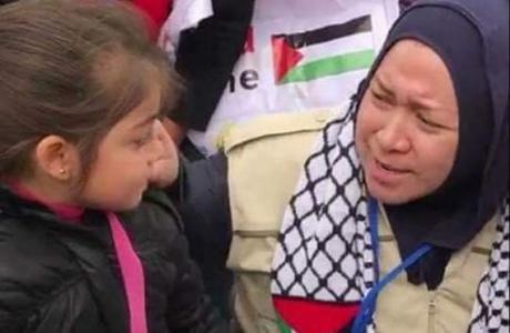 Kunjungi Camp Pengungsi Palestina, Ini Cerita Haru Melly Goeslaw