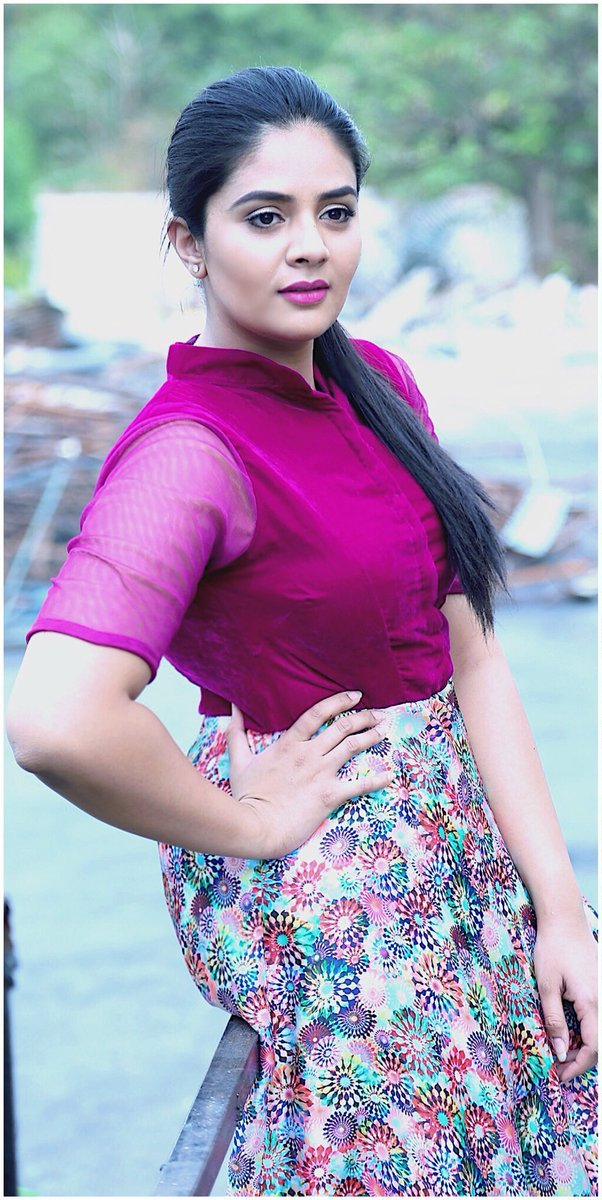 TV Actress SreeMukhi Photoshoot In Hot Violet Gown