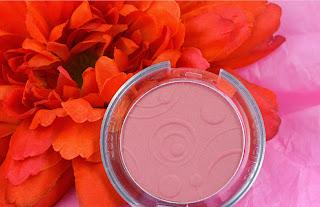Essence - Silky touch - blush - babydoll - powder blush - swatch - review