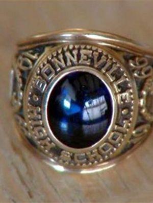 68d0790bcb1 Homem recupera anel de formatura 45 anos depois graças ao Facebook ...