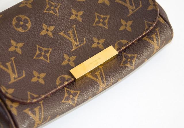 kopertówka do ręki marki Louis Vuitton z monogramem