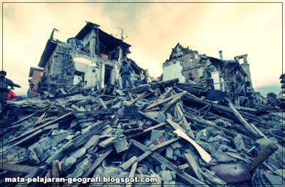 Gempa Bumi, Proses Terjadinya Gempa Bumi, Penjelasan tentang Gempa Bumi, Penyebab Terjadinya Gempa Bumi, Jenis-jenis Gempa Bumi, Dampak Terjadinya Gempa Bumi.