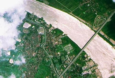 Cầu Thanh Trì của Hà Nội do vệ tinh viễn thám đầu tiên của Việt Nam chụp vào tháng 5 năm ngoái. Ảnh: TTXVN