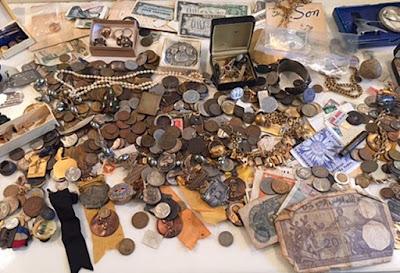 barang-barang antik dan perhiasan