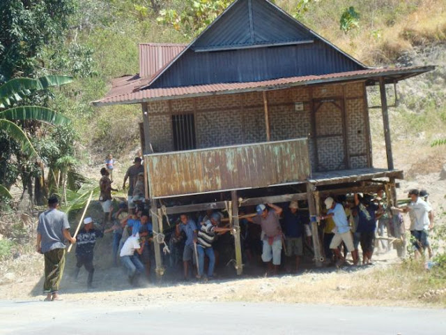 Jak-Ngajak: Gotong Royong dalam Merajut Kebersamaan, Toleransi dan Perdamaian Di Masyarakat Madura