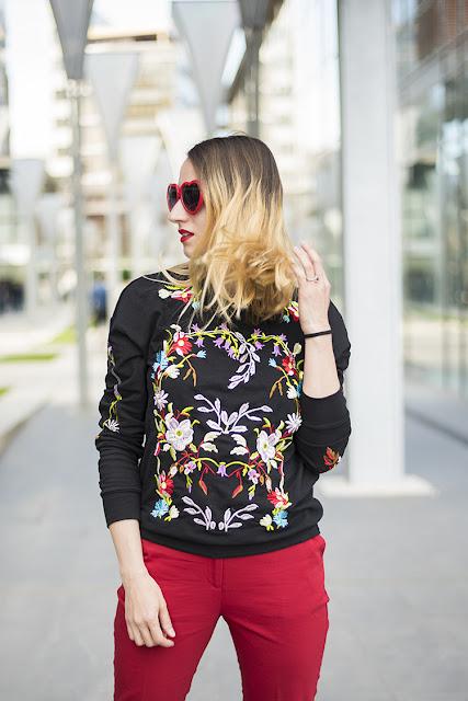 Black Round Neck Floral Embroidered Sweatshirt