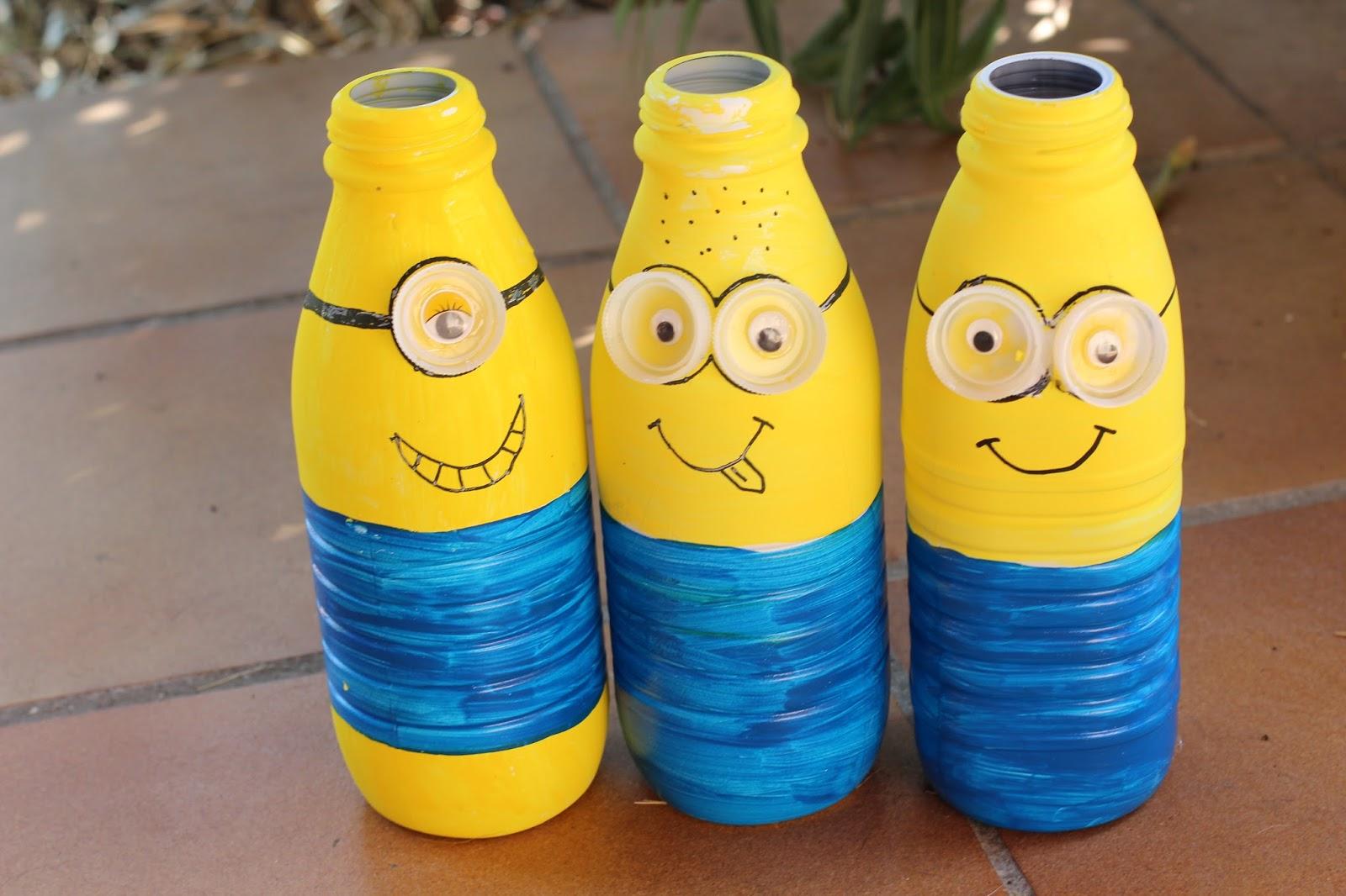 Lili et ses filles diy minions en folie for Deboucher toilette avec bouteille