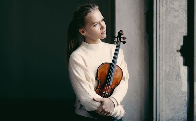 Mari is a supremely gifted artist and technically brilliant violinist. For more than 20 years on stage, the violin phenomenon has connected with audience and musicians across the world.