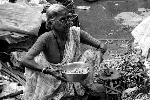 monochrome monday, black and white weekend, street, street vendor, street photography, street photo, vegetables vendor, lalbaug, mumbai, india,
