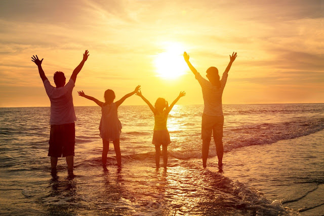 Liburan di Pantai Kuta, Melihat Parnorama Sunset Bersama Keluarga
