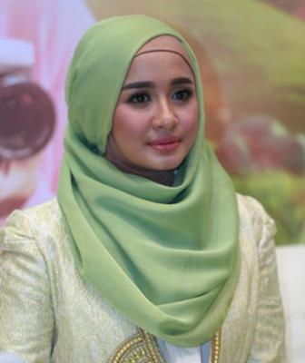Gaya Fashion Hijab Ala Artis Terbaru 2017/2018