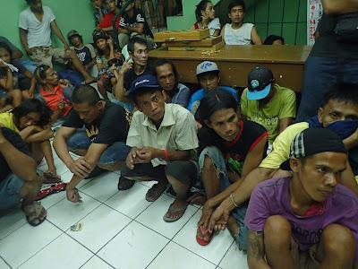 Philippines police kill 32 drug suspects in raids