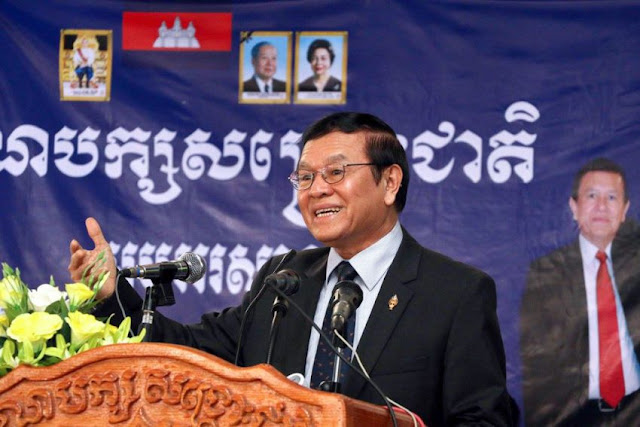 Opposition leader Kem Sokha speaks to supporters at the CNRP headquarters in Phnom Penh on Saturday. Photo supplied
