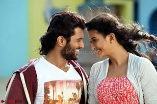 Pooja Jhaveri romancing Vijay Devarakonda in movie Dwaraka (9).jpg