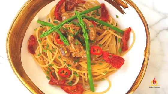 Recetas saludables. Espaguetis integrales con ragout de lomo de cerdo y verduras