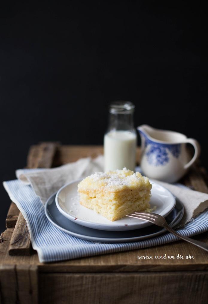 saskiarundumdieuhr kuchen vom blech mit pudding und kokos. Black Bedroom Furniture Sets. Home Design Ideas
