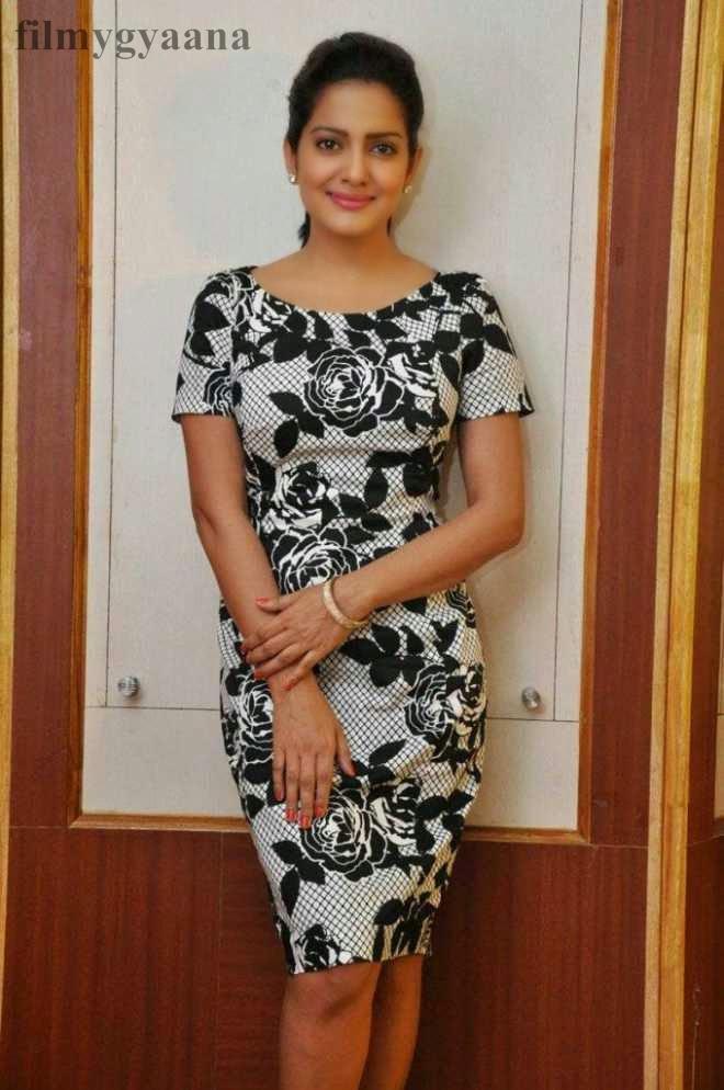 vishakha singh cute upskirt photos