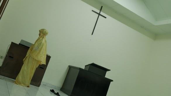 Beredar Foto Wanita Shalat di Gereja Ayam Jakarta, Mahfud MD Bilang Begini