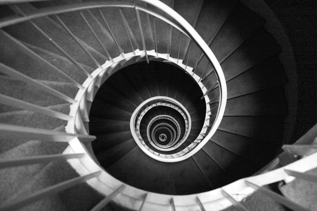 Resultado de imagem para espiral descendente