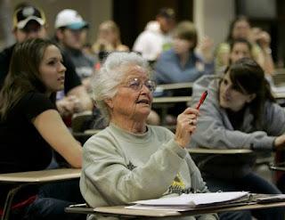 Belajar tidak mengenal usia.