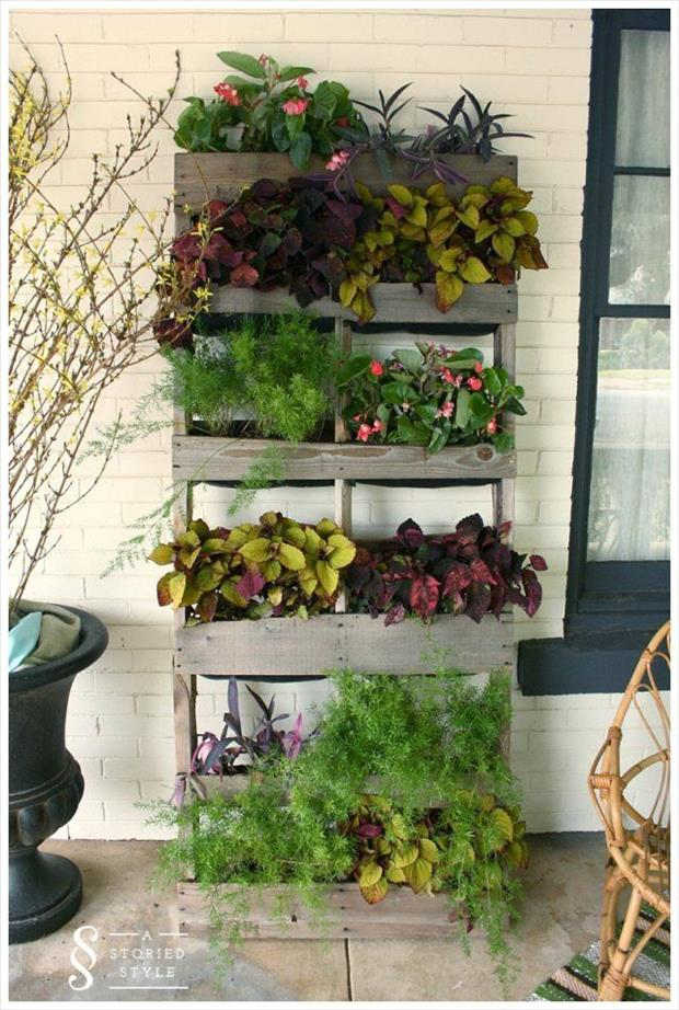 Dancing dandelions kids in the garden diy vertical wall for Gardening using pallets