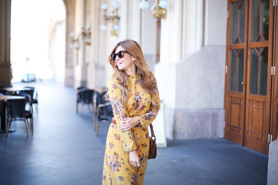 56d15db182 Hoy os traigo un nuevo post desde Budapest estrenando este vestido boho largo  con flores que me encanta y unos botines marrones comodísimos que seguro  voy a ...