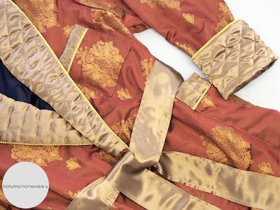 luxus hausmantel morgenmantel männer herren edel elegant barockmuster paisley gold rot lang warm gefüttert