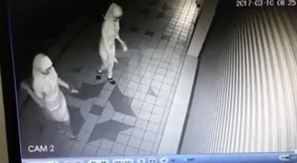 CCTV Rakam 2 Gadis Bertudung Santau Kedai Makan Orang Melayu
