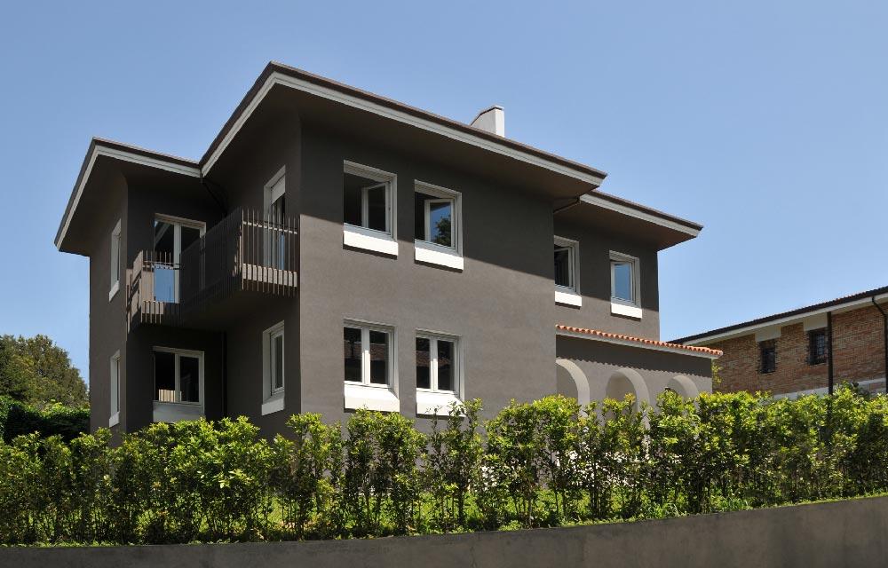 Ristrutturazione di una villa unifamiliare degli anni 50 for Esterni di ville