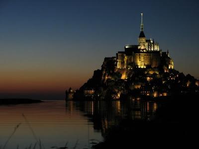 El Monte Saint-Michel de noche