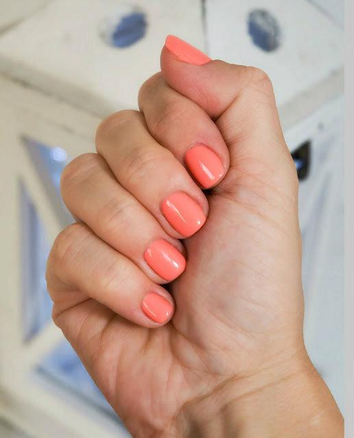 łososiowy kolor lakieru do paznokci