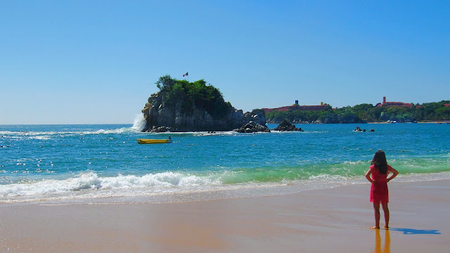 Tangolunda Bay in front of the Dreams Resort in Huatulco...