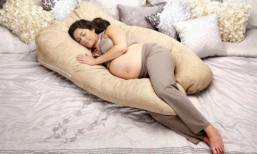 Ngủ đúng tư thế giúp giảm đau lưng khi mang thai