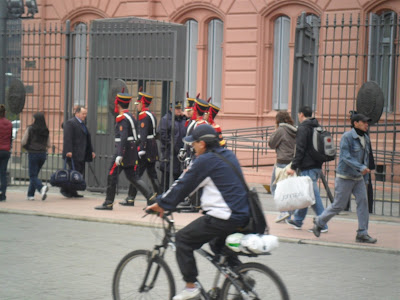 conhecendo a América Latina; Casa Rosada Plaza de Mayo; Argentina; Buenos Aires; turismo América Latina;